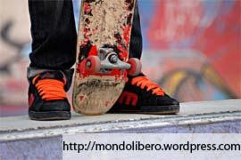 Skateboarder con il suo Skateboard